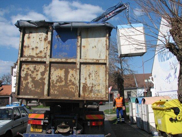 Živnostníci zneužívají systém svozu odpadků. Radnice na ně chystá zátah.