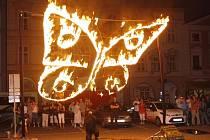 Snovou show Motýli – Butterflies předvádí Divadlo Kvelb od roku 2009. V úterý 12.6. 2012 jí zahájí Wolkrův Prostějov