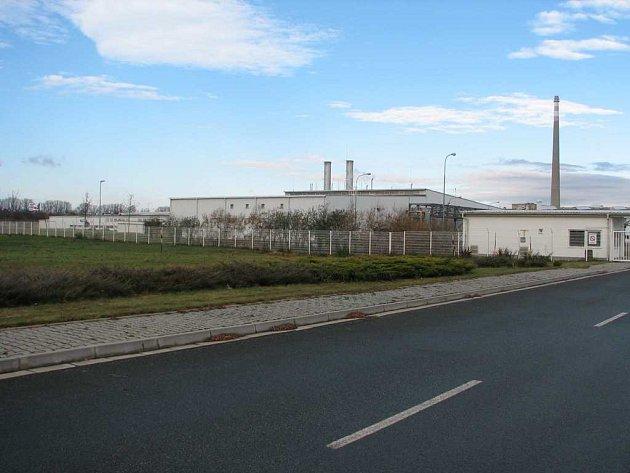 V těchto místech by měla vyrůst nová tovární hala.