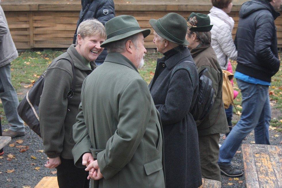 Na Plumlovský zámek se sjeli myslivci z celého okolí. Přilákaly je Hubertské slavnosti.