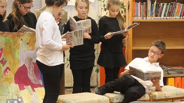 Vyhlášení výsledků dětské literární soutěže Sovičkiáda v prostějovské knihovně