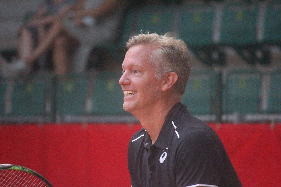 Tenisová exhibice mezi Jiřím Novákem a Švédem Johanssonem. (Thomas Johansson)