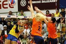 Modřanky (ve žlutém) proti Olomouci - 1. finálový zápas