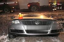 Havarovaný passat, který se řidič pokusil odtlačit po poruše na R46
