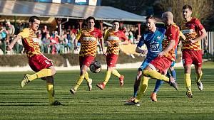 Fotbalisté FK Kozlovice (v nových modrých dresech) proti 1. BFK Frýdlant nad Ostravicí.