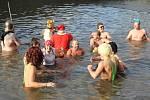 Vánoční koupel 2014 na plumlovské přehradě