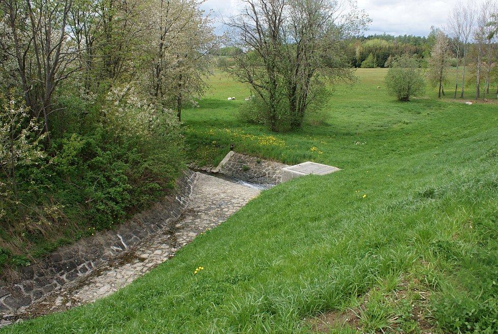 Změny turistického značení na Drahanské vrchovině - nové trasy a rozcestníky - u Nebeského rybníka u Drahan