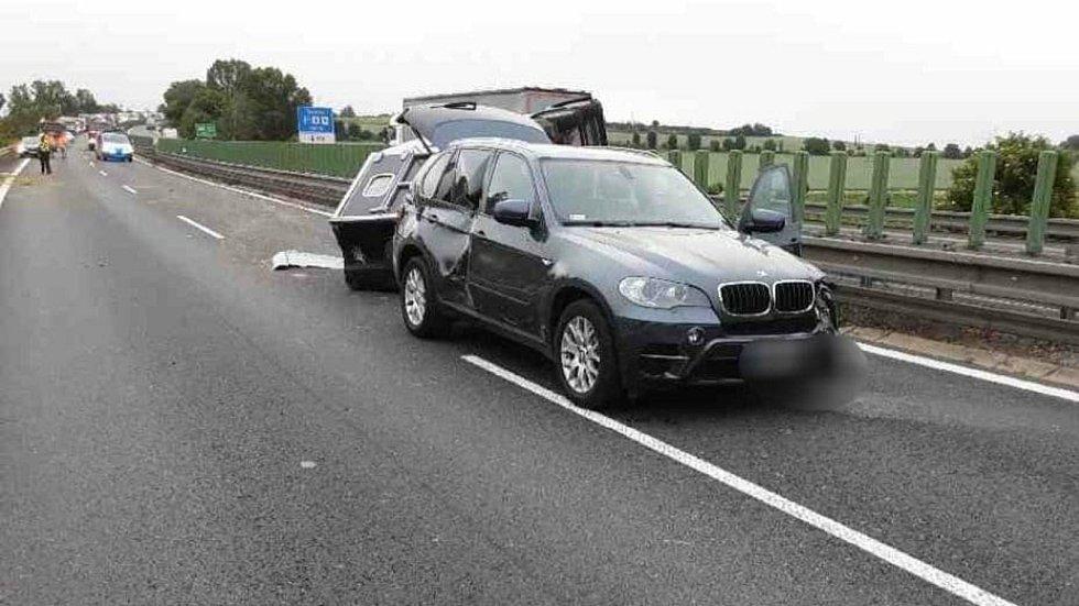 Nehoda přívěsu s koňmi uzavřela dálnici D46 ve směru z Olomouce na Prostějov. 24.6. 2021