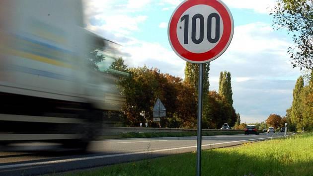 Po R46 mezi Olomoucí a Vyškovem můžete nyní jet jen stovkou