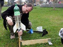 Odpalování vodních raket u prostějovské hvězdárny