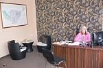 Starostka Irena Blažková v nových místnostech obecního úřadu ve Vranovicích-Kelčicích