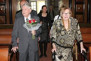 Manželé Novákovi obnovili na prostějovské radnici svůj manželský slib po 75 letech