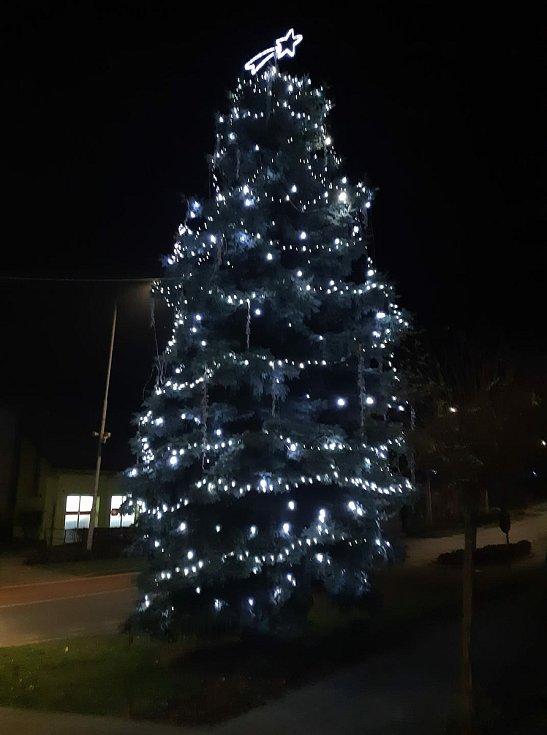 Vánoční strom 2020 ve Zdounkách