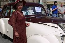 Více než pět desítek historicky automobilů a motocyklů bylo v neděli dopoledne k vidění před prostějovskou radnicí. Celé dopoledne se tu svými skvosty chlubili účastníci již třináctého Havránkova memoriálu.