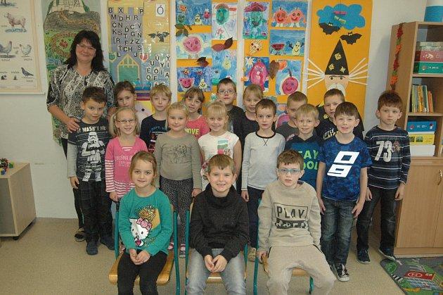 Žáci 1.třídy ze ZŠ Smržice spaní učitelkou Janou Gulakovou