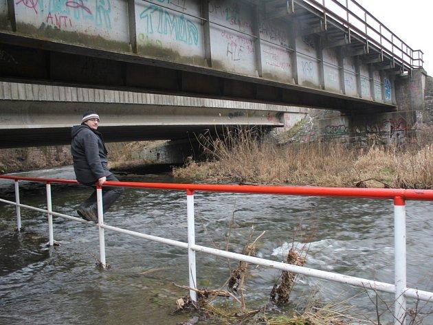 Rozvodněná Hloučela pod Kosteleckou ulicí v Prostějově