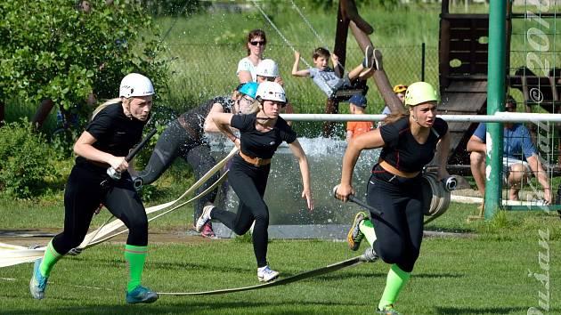 Víkendové zápolení hasičů všech věkových kategorií bavilo celé Vrchoslavice.