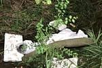 Potůček Pavlůvka v katastru Vrchoslavic byl zaházen nepotřebným odpadem.