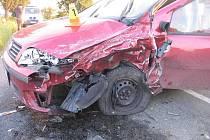 Fiat po srážce se sanitkou