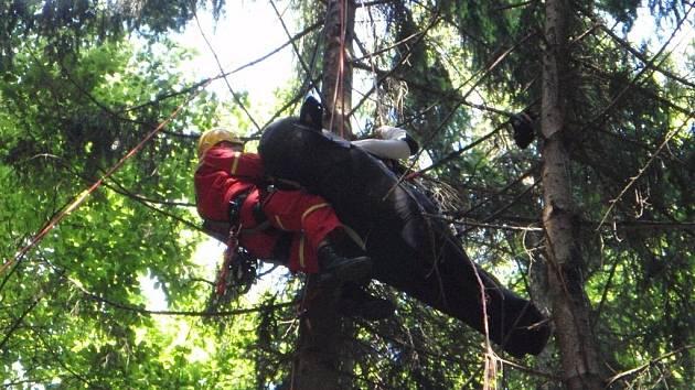 Záchrana paraglidisty u Ptení