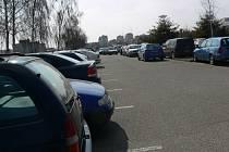 Natřískané parkoviště před prostějovskou nemocnicí