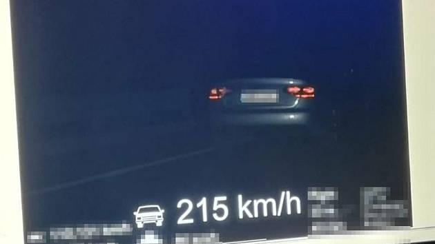 Jako vystřelená dělová koule se řídil mladý řidič po D46 z Olomouce směrem na Brno.