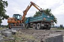 """Kostky na staré """"brněnské"""" silnici nahradí asfalt"""