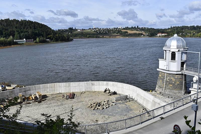 Plumlovská přehrada. Aktuální stav vodní hladiny je stále hluboko pod normálem. Dál se pracuje v okolí přelivu.  24.9. 2021