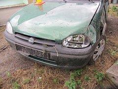Řidič narazil do zaparkovaného auta, z místa však odešel k lékaři. A nehodu neoznámil.