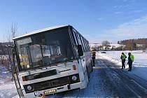 Nehoda autobusu u Runářova. Nikdo se naštěstí nezranil.