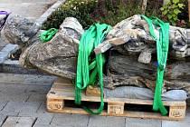 Prostějovská socha sv. Jana Nepomuckého se vrací na své místo