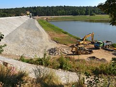 Práce na návodním líci plumlovské přehrady končí