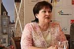 FESTIVAL PŘEDSTAVEN. Letošní Aplaus uvedli (zleva): Jana Maršálková ředitelka divadla, Foto: Deník/Zdeněk Vysloužil