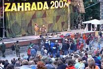 Kromě hlavního amfiteátru probíhaly koncerty na dalších třech scénách.