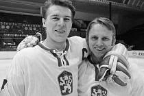 MS v hokeji 1972: zleva František Pospíšil a Oldřich Machač