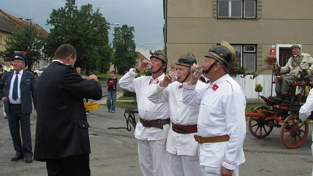 Hasiči v Bílovicích slavili sto let