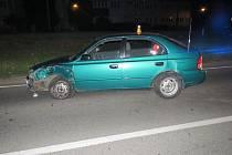 Mladík ladil rádio, zapomněl však předtím zastavit. Výsledkem je srážka a škoda za desítky tisíc korun.