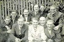SOKOLI, 30. LÉTA. Sokoli měli své zázemí v místní sokolovně.