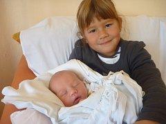 Lucie Lysáková se sestrou Nellií, Prostějov, narozena 30. září, 51 cm, 3300 g