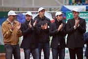 Zleva: manažer týmu a zastupující kapitán Vladimír Šafařík, Jan Hájek, Lukáš Rosol,  Radek Štěpánek a Tomáš Berdych na centrkurtu v Prostějově
