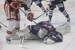 Hokejisté Prostějova (v bílém) doma přejeli Benátky 6:0