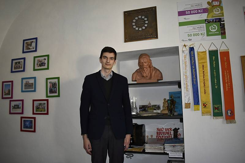 Nejmladším starostou v republice se stal v pondělí 4. května 2020 Tomáš Pavelka v Mořicích.