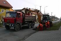 Budování silnice v Otaslavicích