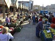 Prostějovská tržnice v centru města. Radní ji zvažují přesunout za Kubus v Plumlovské ulici
