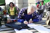 Podpis petice za zachování prostějovské tržnice na stávajícím místě