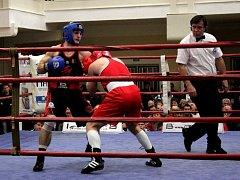 Prostějovští boxeři (v černém)