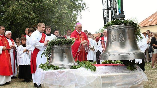 Kostel svatého Jakuba Staršího v Kostelci na Hané má nové zvony