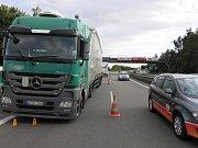 Následky bouračky opilého řidiče kamionu na R46