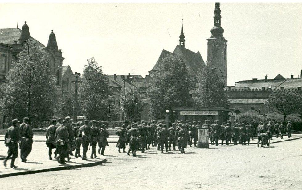 Nacistická vojska kvapně ustupovala před Rudou armádou. Poslední německé jednotky opustily město v noci z 8. na 9. května.