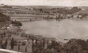 Vroce 1911 požádal moravský zemský výbor o povolení stavby údolní přehrady na potoku Hloučela v katastru Stichovic a Plumlova. Stavbě předcházela důkladná projekční činnost pro zabránění jakémukoliv neštěstí nebo katastrofě.